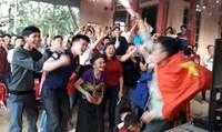 Cả làng Bào nghỉ làm để cổ vũ Tiến Dũng