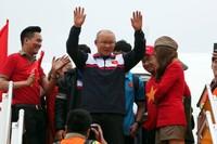 Máy bay chở U23 Việt Nam đã hạ cánh, HLV Park Hang-seo bước ra đầu tiên