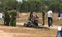 Người phụ nữ cuốn vòng sắt, chết cháy giữa bãi đất trống