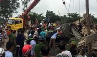 Sập dàn giáo cây xăng ở Huế, nhiều người rơi xuống đống đổ nát