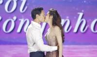 Hà Hồ ngọt ngào 'khóa môi' Kim Lý trên sân khấu FLC Sầm Sơn