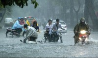 Cảnh báo hiểm họa chết người khi dùng áo mưa không đúng cách