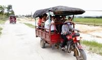 Lật xe tuk tuk trên đảo Quan Lạn, 9 du khách gặp nạn