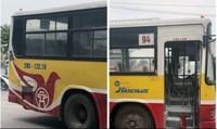 Xe buýt chở nhiều khách bất ngờ bốc cháy trên cầu ở Hà Nội
