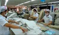 Tạm chuyển người lao động sang làm việc khác thì tính lương thế nào?