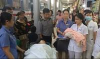 Nữ khách trẻ bất ngờ sinh con giữa đêm trên tàu