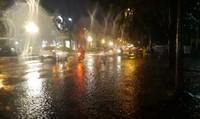 Đêm nay miền Bắc mưa dông, đầu tuần chuyển lạnh