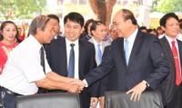 Thủ tướng xúc động về lại trường xưa, thăm thầy cô cũ
