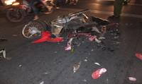 Xe tải cán nát xe máy, một phụ nữ nguy kịch