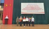 Hai học sinh Hải Phòng giàu nghị lực được Bộ trưởng Bộ GD&ĐT khen tặng