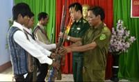 Xuyên đêm băng rừng vận động người dân nộp vũ khí tự chế