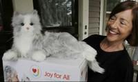 """Mèo robot đã ra đời, đáng yêu không kém gì mèo thật, lại rất dễ """"nuôi"""""""