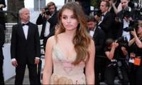 Gu mặc đậm chất Pháp của 'Cô gái xinh đẹp nhất thế giới'