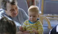 """Trẻ em, """"liều thuốc vàng"""" giúp người già kéo dài tuổi thọ"""