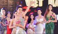"""Bất ngờ tại """"Hoa hậu Việt Nam 2018"""": Nhiều thí sinh nói ngoại ngữ như gió"""