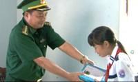 Bộ đội Biên phòng nâng bước 2.918 học sinh tới trường
