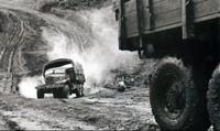 Lính công binh thông minh tay không hóa giải bom mìn Mỹ