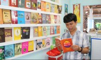 'Anh Bụt' dạy miễn phí, lập thư viện cho trò nghèo