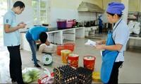 An toàn thực phẩm trong trường học: Vì sao thực phẩm 'bẩn' dễ lọt?