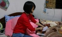 Cô gái bán nước mía chăm cha ung thư, mẹ mất trí, chị chạy thận
