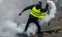 """Phong trào biểu tình Áo vàng tàn phá nước Pháp: Có một """"thế giới khác"""" trái ngược Paris hào nhoáng phồn hoa"""