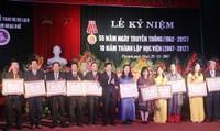 Bộ trưởng Nguyễn Ngọc Thiện chia vui với Học viện Âm nhạc Huế