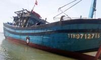 Bị tàu lạ đâm giữa đêm, 13 ngư dân may mắn thoát nạn
