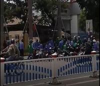 Tài xế GrabBike và xe ôm truyền thống hỗn chiến, một người bị thương