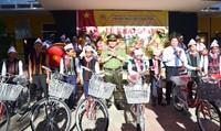 Công an tỉnh TT- Huế tặng xe đạp cho các em học sinh nghèo vượt khó