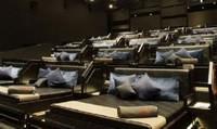 Vừa xem vừa nằm với nhau giữa rạp phim có phản văn hóa Việt?