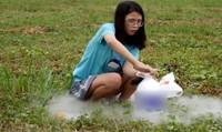 Hot girl 'đầu độc' trẻ bằng trò lố trên mạng xã hội