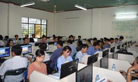 Học sinh hào hứng tham gia thi trực tuyến tìm hiểu kiến thức pháp luật