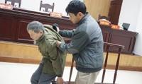 """Bị cáo 80 tuổi hiếp dâm bé gái 7 tuổi tiếp tục """"tỏ ra mệt mỏi tại tòa"""""""