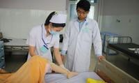 Rơi nước mắt trước hoàn cảnh của cô gái nghèo bị sốt bại liệt