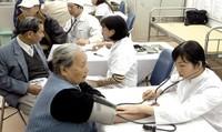 """Còn """"lỗ hổng"""" lớn trong chăm sóc sức khỏe người cao tuổi"""