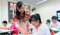 Bao giờ lương giáo viên đủ sống?