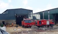 Lửa thiêu rụi toàn bộ tài sản khu xưởng rộng 1.000m2