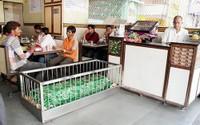 Nhà hàng nằm giữa những nấm mộ vẫn nườm nượp thực khách