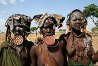Kỳ quái tục lệ đeo đĩa môi ở bộ tộc châu Phi