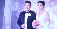 Lam Trường tặng vợ món quà bất ngờ trong tiệc cưới