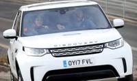 Vợ chồng Hoàng tử Anh trải nghiệm nhà máy Jaguar Land Rover