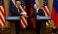 Quả bóng ông Putin tặng ông Trump có gắn chip đặc biệt?