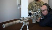 Tổng thống Nga Putin phô diễn kỹ năng bắn tỉa với súng trường