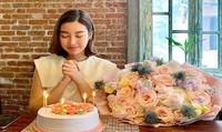Mai Phương Thúy tặng đồng hổ tiền tỷ cho Hoa hậu Đỗ Mỹ Linh nhân dịp sinh nhật tuổi 23