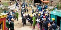 Vỡ oà niềm vui giải cứu 12 công nhân vụ sập hầm thuỷ điện