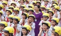 Trao tặng 1.593 mũ bảo hiểm đạt chuẩn cho học sinh Thái Nguyên