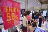 """""""Đuổi khéo"""" khách bình dân: Lotte Center Hà Nội sẽ bị tẩy chay?"""