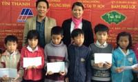 Trao quà tết cho bà con huyện Phú Lộc