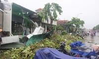 Nhà cửa tan hoang sau trận lốc xoáy kinh hoàng ở thị xã Hương Thủy