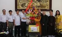 Huế: Công an tỉnh thăm các chức sắc Phật giáo nhân Đại lễ Phật Đản PL.2562
